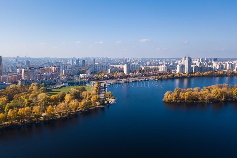 Parque de Natalka en el distrito de Obolon en Kiev imagenes de archivo