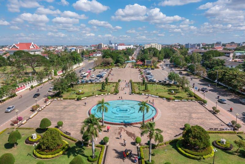 Parque de Patuxay en Vientián, visión desde arriba de la puerta de Patuxai, imagen de archivo