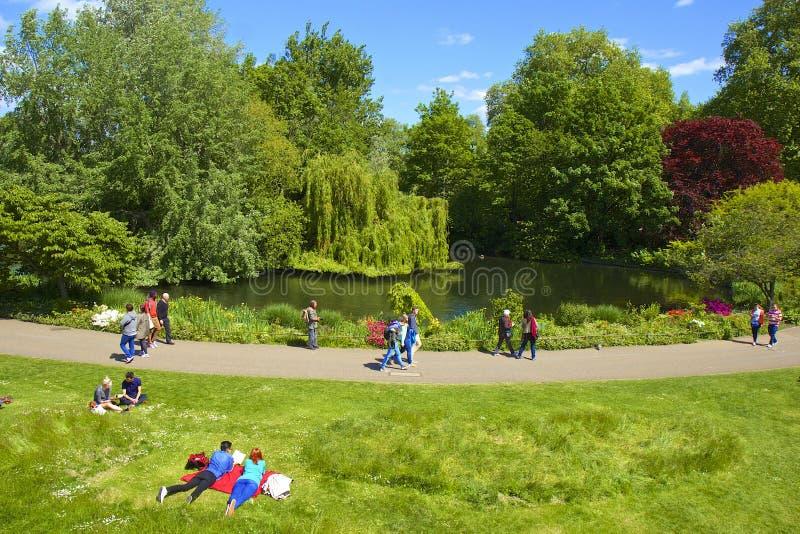 Parque de St James em Londres, Reino Unido fotos de stock