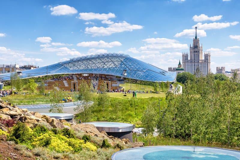 Parque de Zaryadye em Moscou foto de stock