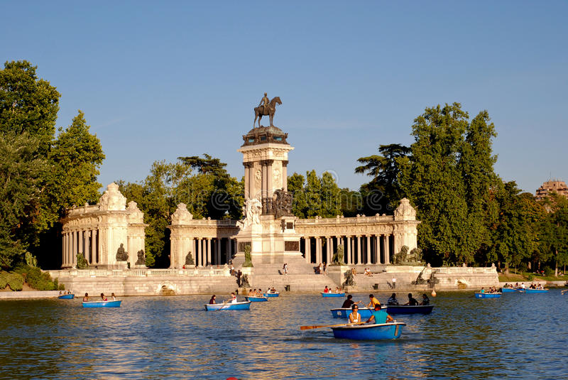 Download Parque del Retiro editorial image. Image of pond, city - 23033970