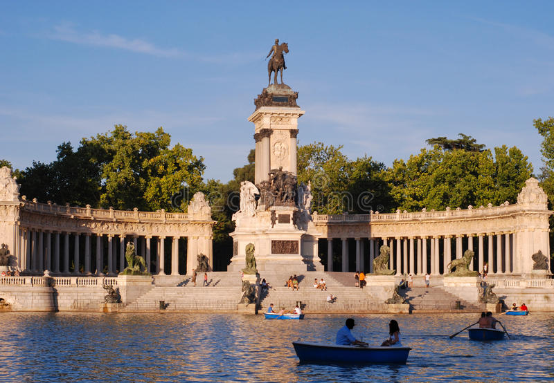 Download Parque del Retiro editorial photography. Image of column - 23034002