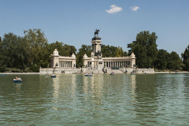 Parque del Retiro in een zonnige dag in Madrid royalty-vrije stock foto