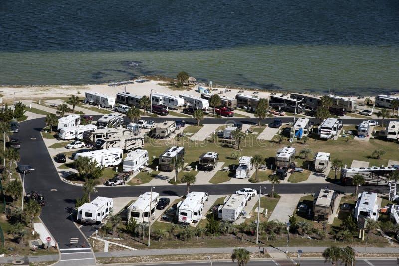 Parque del vehículo recreativo en la costa de la Florida fotografía de archivo