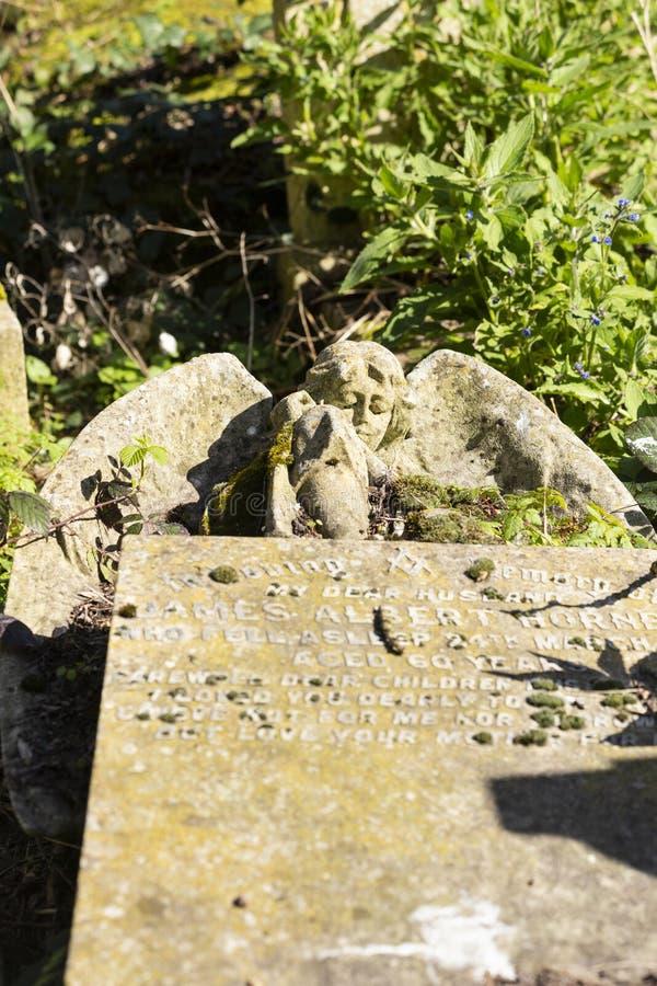 Parque do cemitério das aldeolas da torre em Londres, Reino Unido imagens de stock royalty free