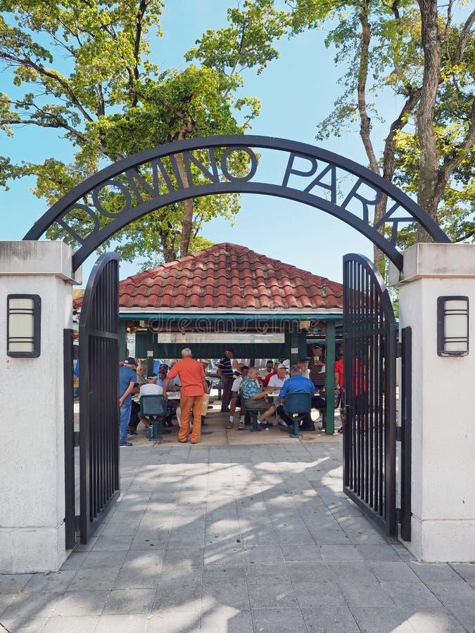 Parque do dominó em Calle Ocho em pouco Havana, Miami, Florida fotos de stock
