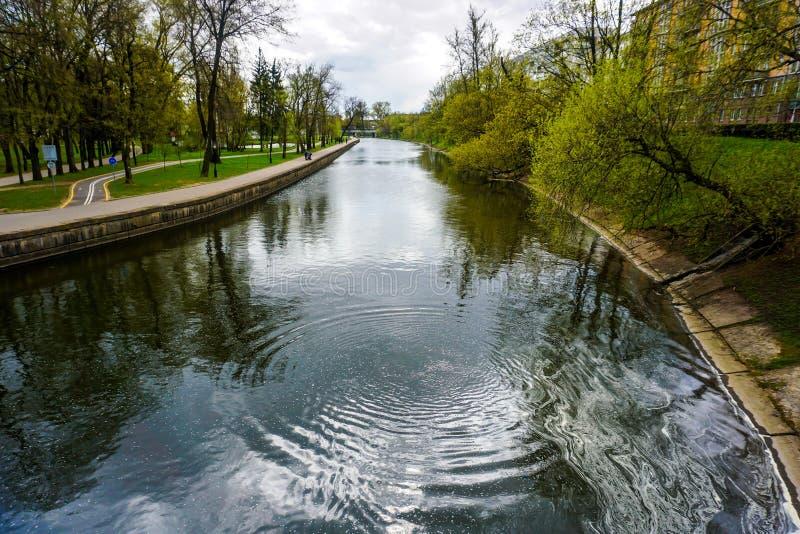 Parque do rio de Minsk Svislach foto de stock