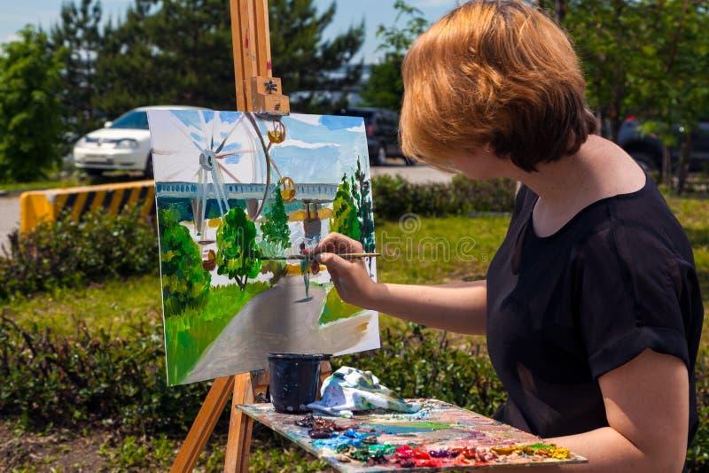 Parque do verão da pintura do artista foto de stock