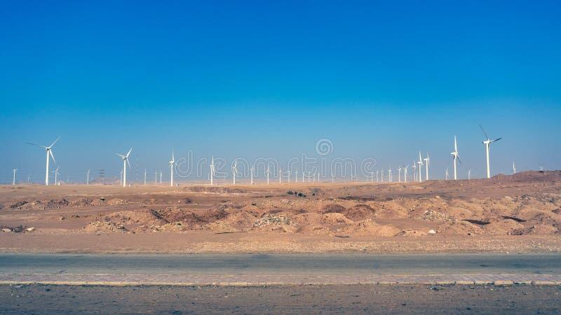 Parque eólico para la producción de la energía eléctrica, cerca con de Hurghada Egy fotos de archivo libres de regalías