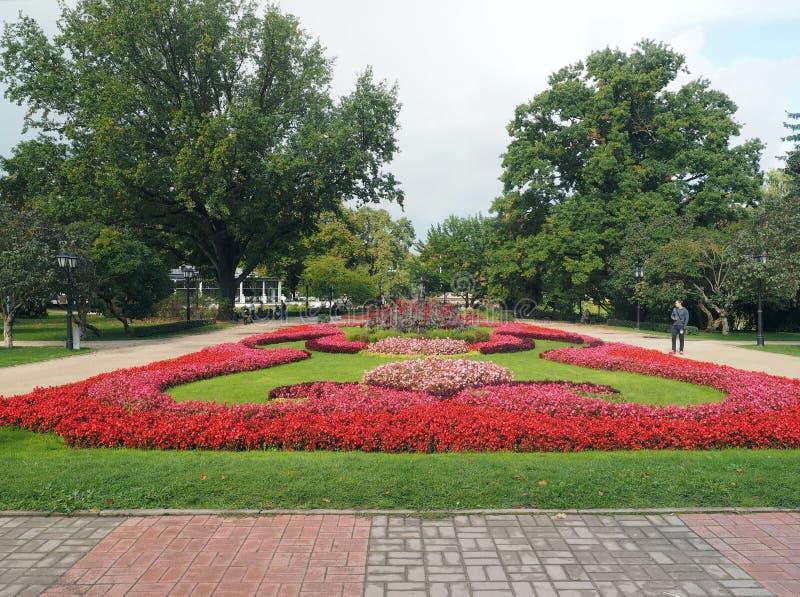 Parque editorial do jardim de Vermanes por Opera nacional Riga Letónia imagem de stock royalty free
