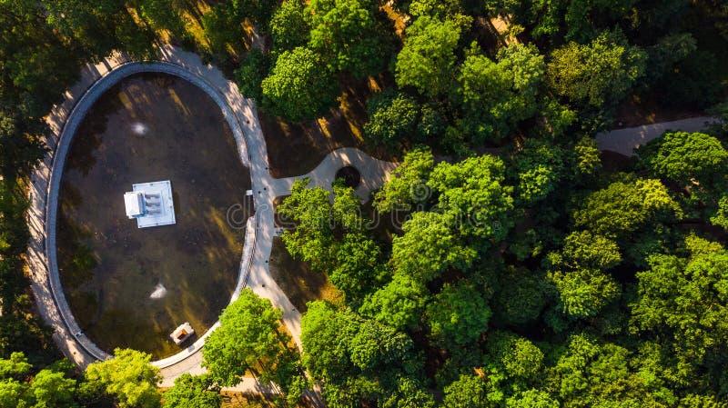 Parque em Tarnow, vista polonesa do drone sobre Mausoleum fotografia de stock royalty free
