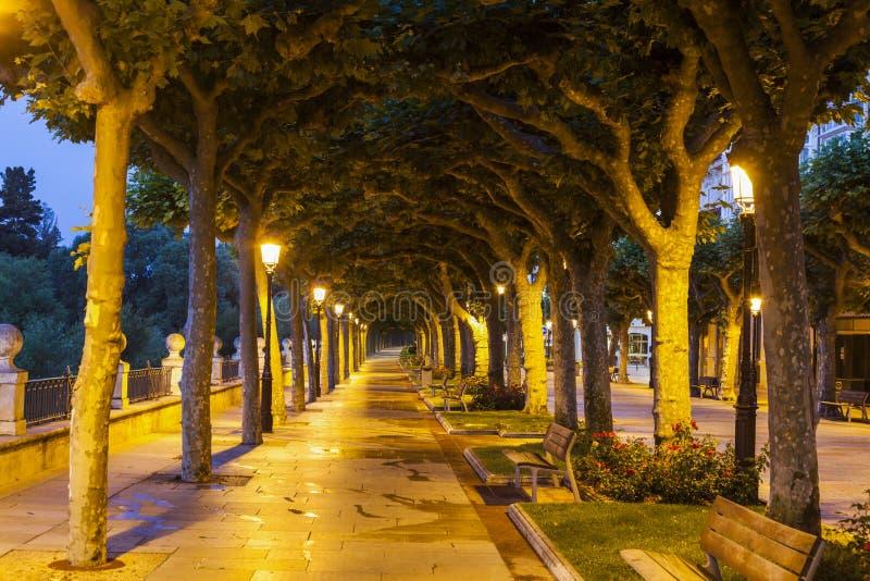 Parque en Burgos en la tarde foto de archivo