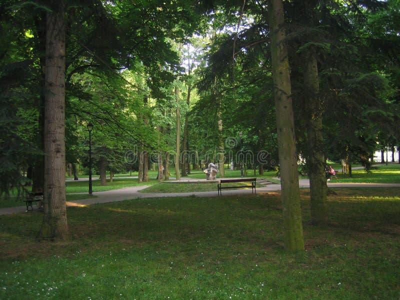 Parque en el banja de Vrnjacka imagenes de archivo