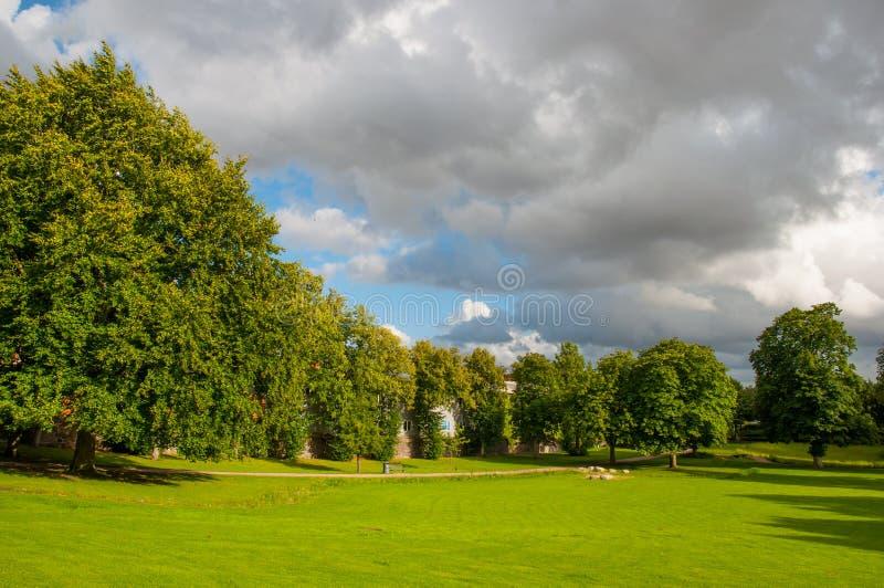 Parque en la ciudad de Ringsted en Dinamarca fotografía de archivo