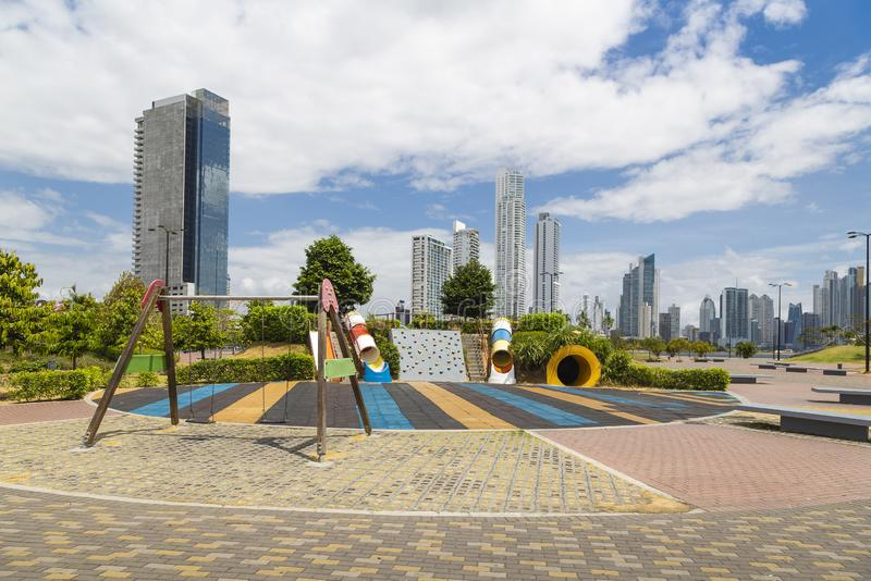 Parque en la nueva zona de ciudad de Panamá imagen de archivo libre de regalías