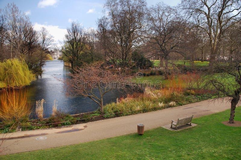 Parque en Londres en resorte temprano imágenes de archivo libres de regalías