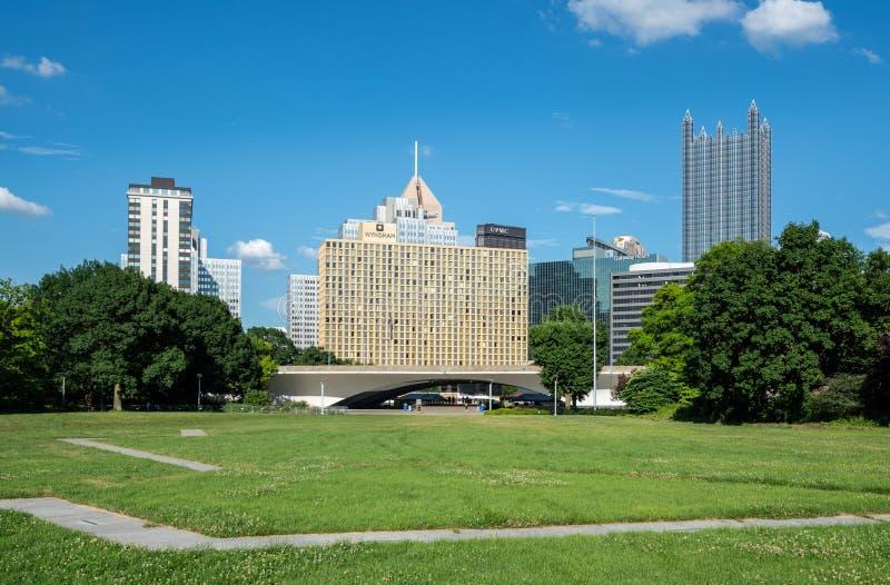 Parque estadual e arquitetura da cidade do ponto em Pittsburgh do centro imagem de stock royalty free