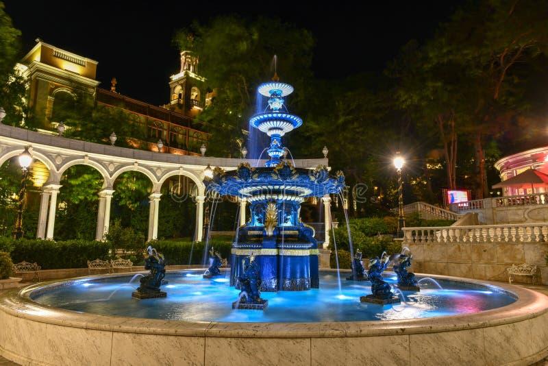 Parque filarm?nico de la fuente - Baku, Azerbaijan foto de archivo