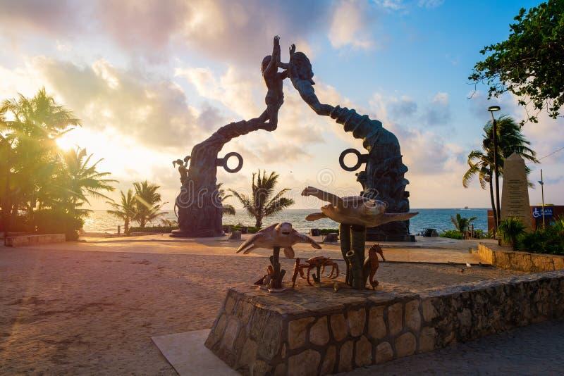 Parque Fundadores på gryning på Playa del Carmen i Mexico royaltyfria bilder