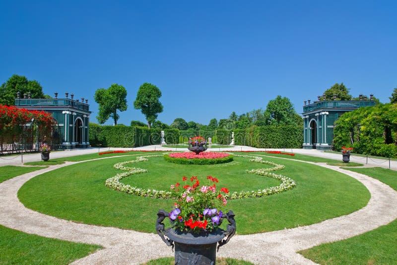 Parque hermoso en Schonbrunn imagenes de archivo