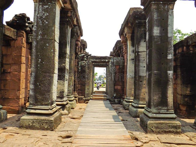 Parque histórico de Phimai das colunas de pedra antigas fotos de stock royalty free