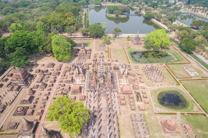 Parque histórico de Sukhothai em Sukhothai, Tailândia Silhueta do homem de negócio Cowering fotografia de stock royalty free