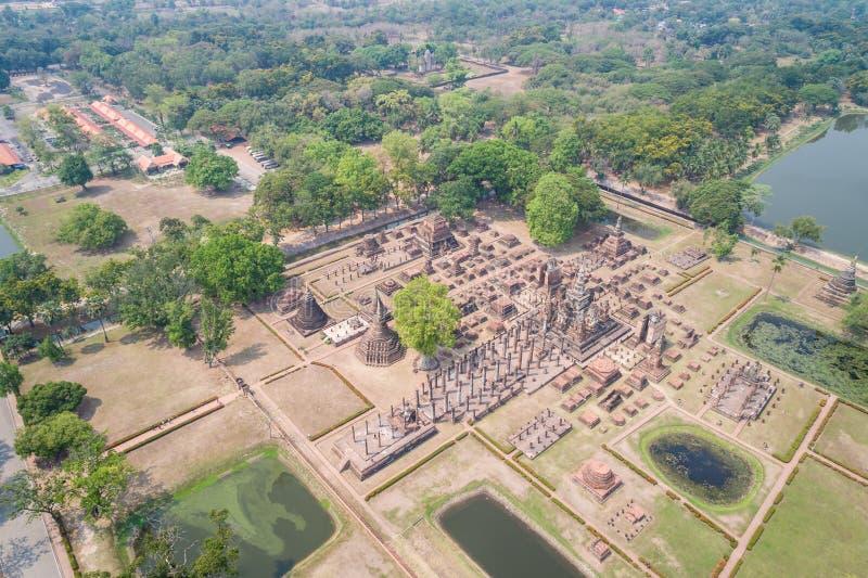 Parque histórico de Sukhothai em Sukhothai, Tailândia Silhueta do homem de negócio Cowering fotos de stock