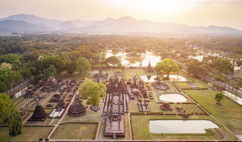 Parque histórico de Sukhothai na província de Sukhothai do norte de tailandês imagens de stock