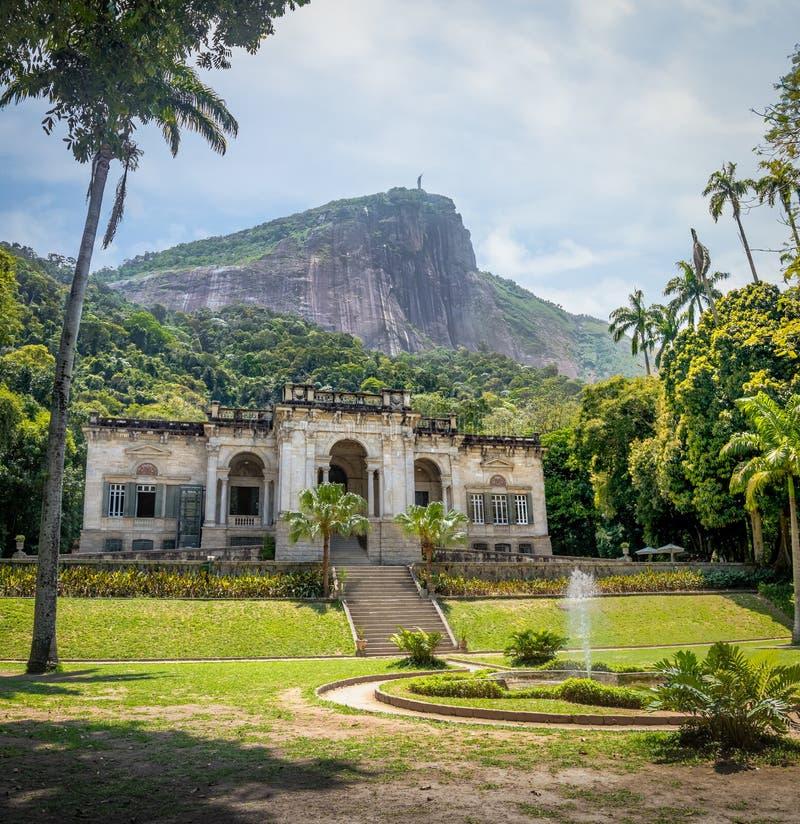 Parque Lage с лесом Tijuca и горой Corcovado на предпосылке - Рио-де-Жанейро, Бразилии стоковые изображения