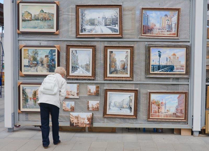 Parque Muzeon de Moscú Artistas de los pabellones Terraplén crimeo fotografía de archivo