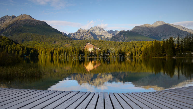 Parque nacional alto de Tatras do lago mountains imagens de stock royalty free
