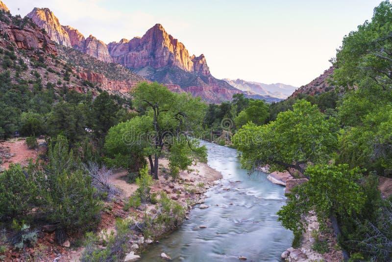 Parque nacional bonito no por do sol, Utá de Zion, EUA fotos de stock royalty free