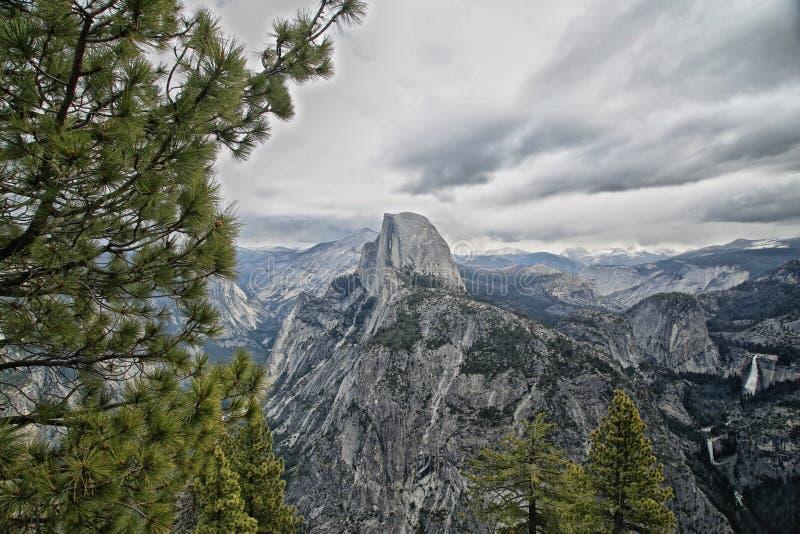 Parque nacional California de Yosemite de la media bóveda fotografía de archivo libre de regalías