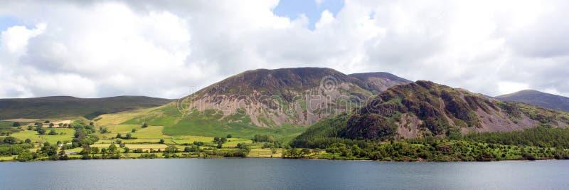 Parque nacional Cumbria Inglaterra Reino Unido do distrito panorâmico do lago water de Ennerdale do Mountain View fotos de stock