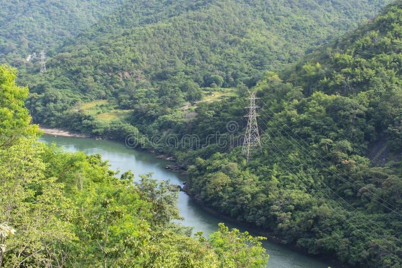 Parque nacional da represa de Bhumibol da natureza da montanha e do Rever, Tak, Tailândia foto de stock