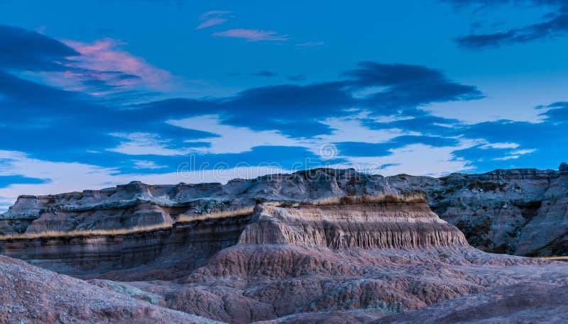 Parque nacional Dakota del Sur de los Badlands después de la raíz T de la medicina de la puesta del sol foto de archivo