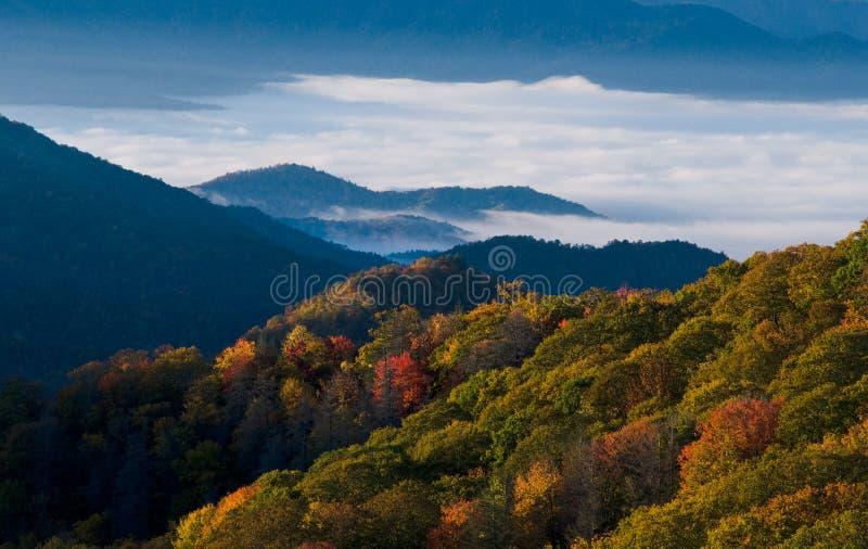 Parque nacional das montanhas fumarentos fotos de stock