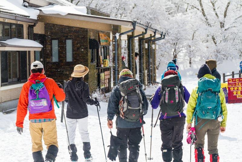 PARQUE NACIONAL DE ASO-KUJU, OITA, JAPÓN - 12 DE FEBRERO DE 2017: Un Nevado foto de archivo libre de regalías