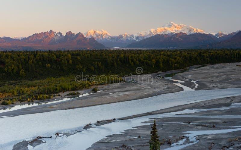 Parque nacional de Denali da escala sul do Monte McKinley da vista imagens de stock royalty free
