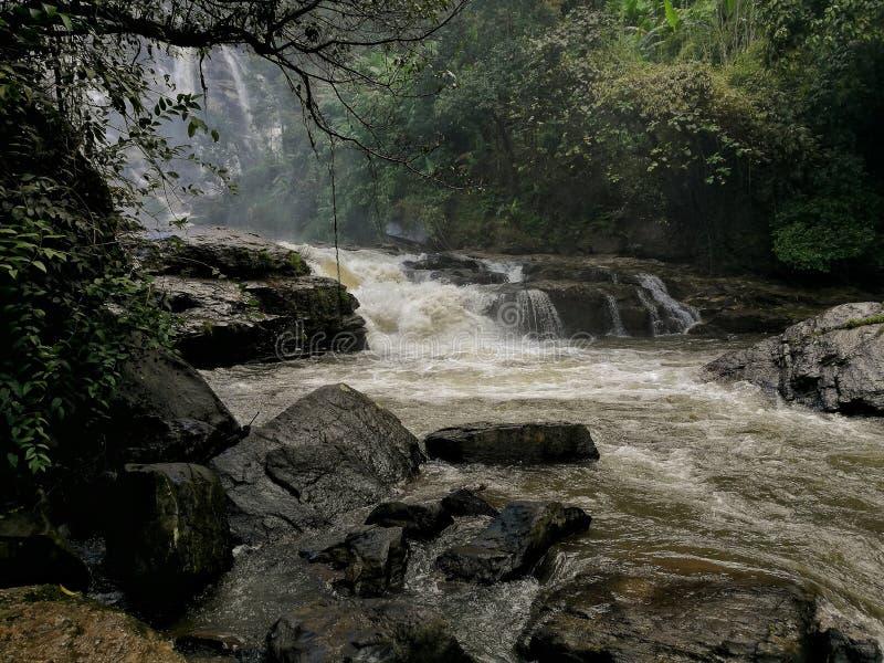Parque nacional de Doi Inthanon da cachoeira de Wachirathan, Chiang Mai, Tha imagem de stock royalty free