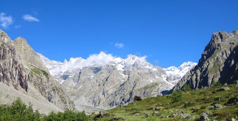 Parque nacional de Ecrins, Hautes-Alpes, cumes franceses fotos de stock royalty free