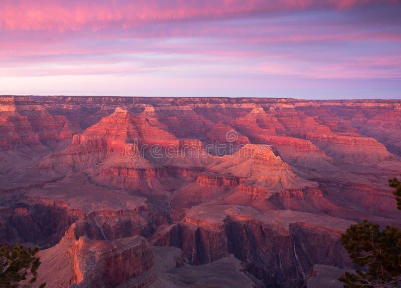 Parque nacional de Grand Canyon en la puesta del sol en invierno con una visión desde el borde del sur imagenes de archivo