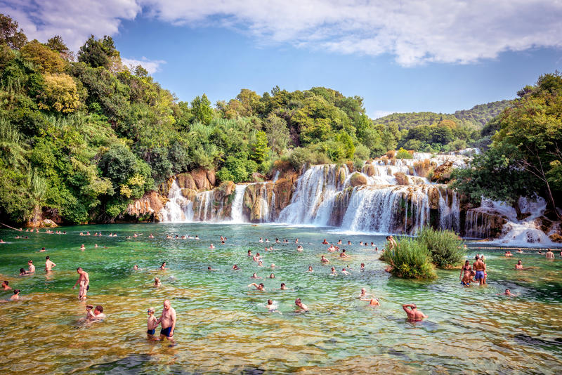 Parque nacional de Krka con las cascadas imagenes de archivo