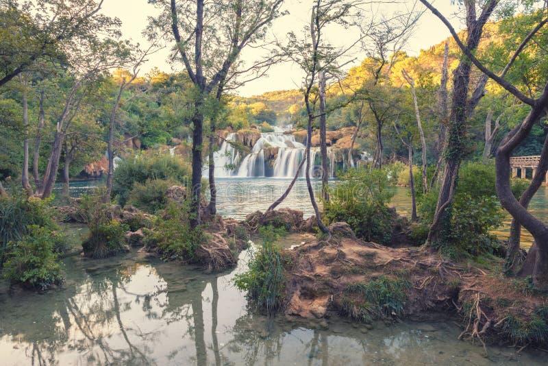 Parque nacional de Krka, paisaje hermoso de la naturaleza, vista del buk de Skradinski de la cascada, Croacia foto de archivo libre de regalías