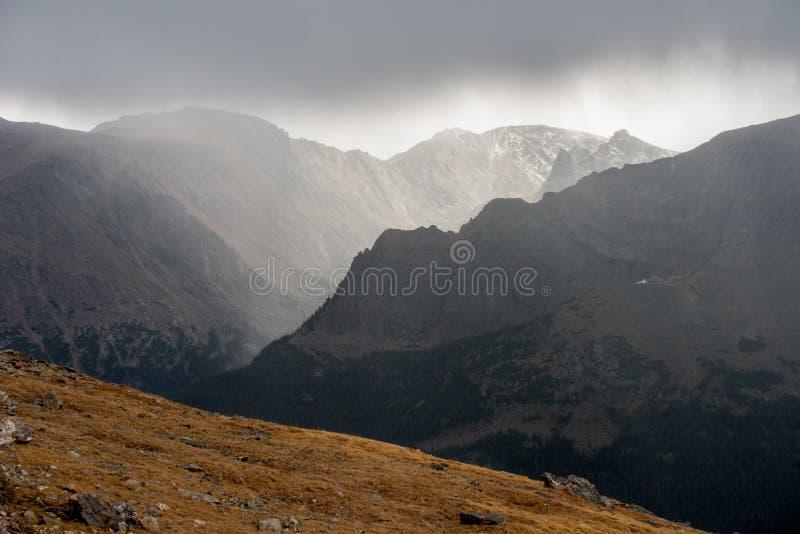 Parque nacional de la montaña rocosa imagenes de archivo