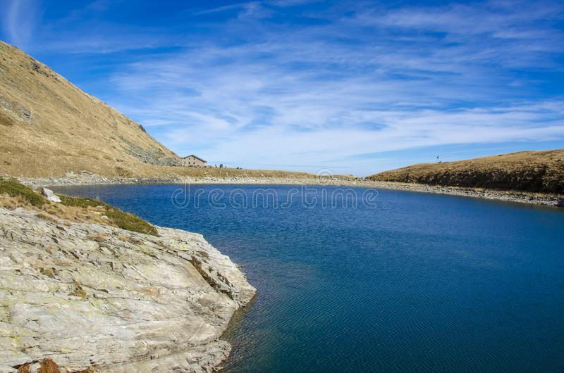 Parque nacional de Pelister cerca de Bitola, Macedonia - lago mountain - lago grande fotos de archivo libres de regalías