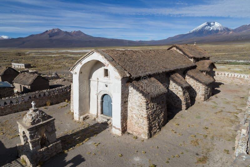 Parque nacional de Sajama da igreja pequena, Bolívia fotografia de stock royalty free