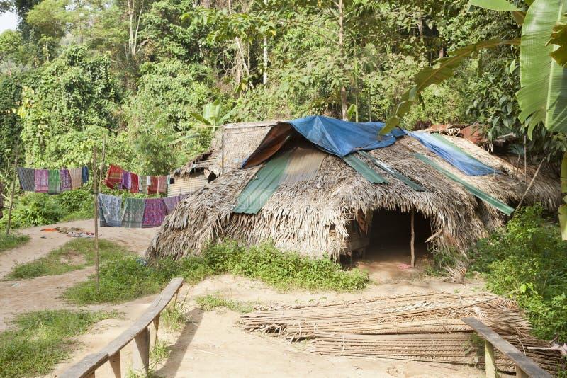 Parque nacional de Taman Negara, cabanas locais dos povos foto de stock royalty free