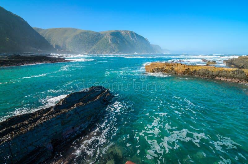 Parque nacional de Tsitsikamma, rota do jardim, Oceano Índico, África do Sul fotos de stock royalty free