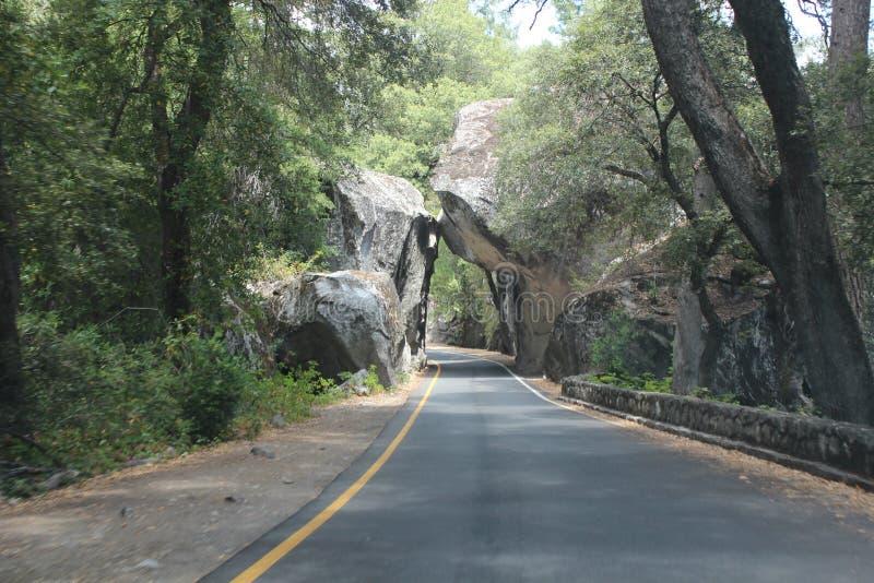 Parque nacional de Yosemite - cantos rodados caidos fotografía de archivo